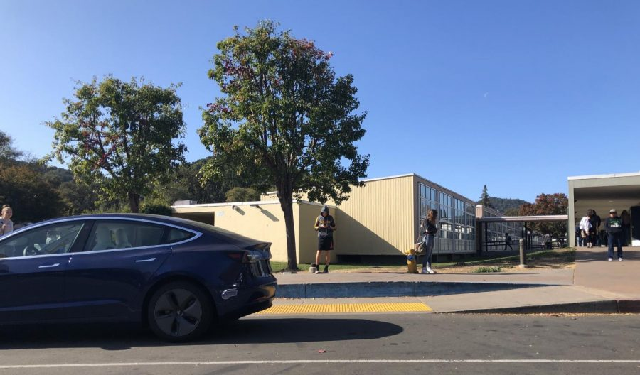 Students leaving the Saunders parking lot for lunch by foot and car.