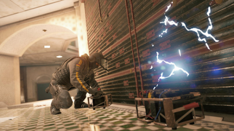A player places shock traps on reinforced walls in preparation for an enemy attack.