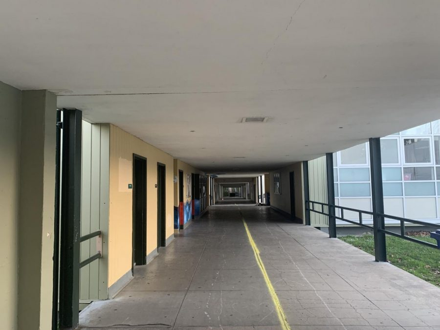 An+empty+hallway+at+HS+1327+on+February+25%2C+the+last+Friday+before+the+start+of+hybrid+learning.