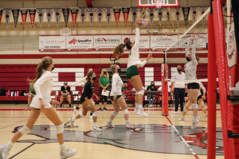 Girls Varsity Volleyball serves its way into another win